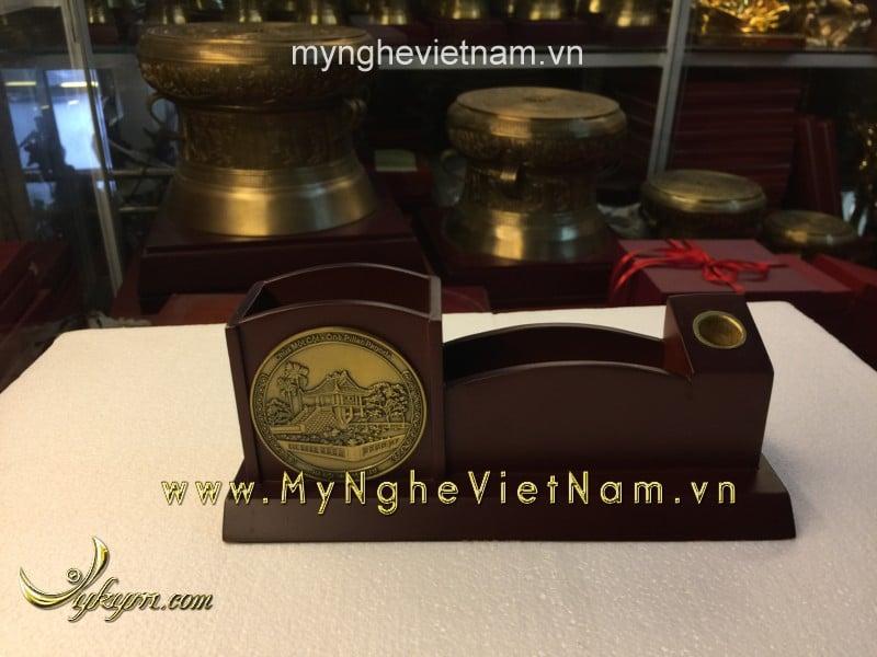 Hộp đựng bút và card visit trên bàn hình chùa 1 cột0