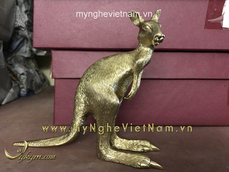 tượng kangaroo bằng đồng bé