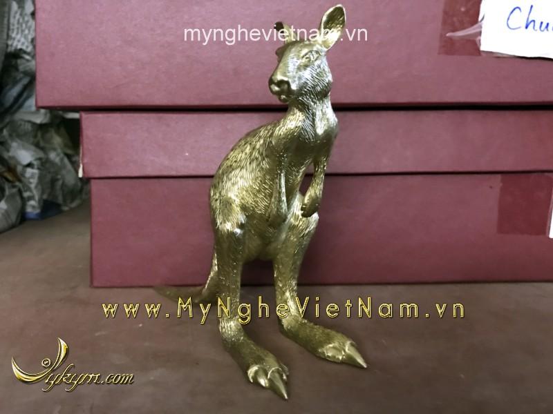 tượng kangaroo bằng đồng bé0
