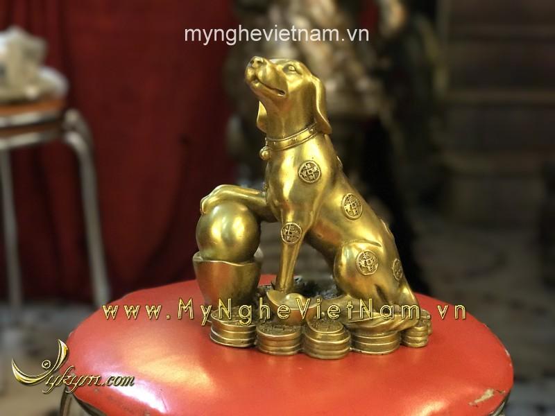 Tượng chó đồng ngồi tiền vàng 20cm0