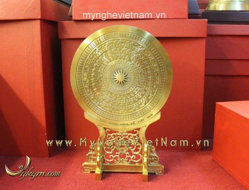 Mặt trống đồng đặt trên giá đồng làm quà tặng đk 25cm0