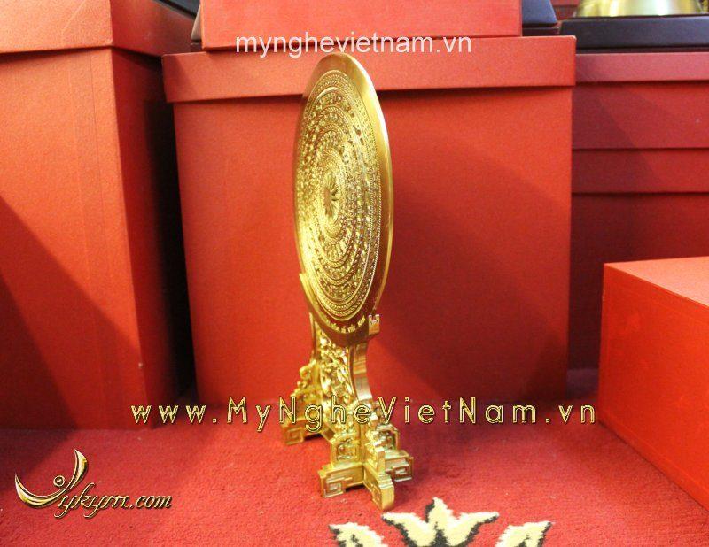 Mặt trống đồng đặt trên giá đồng làm quà tặng đk 25cm