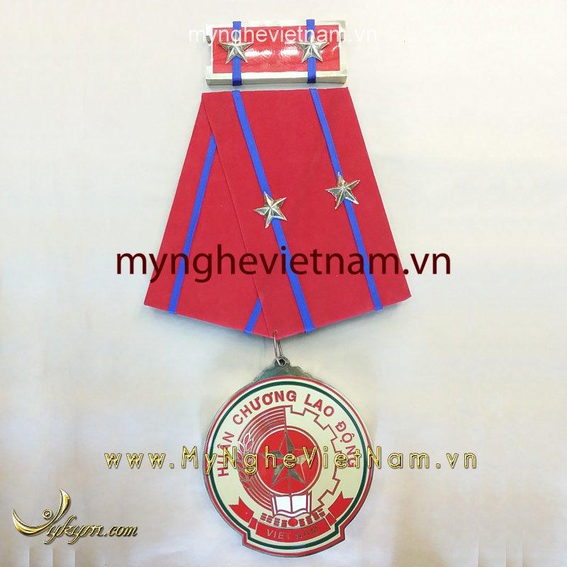 Huân chương lao động hạng nhất hàng nhì hạng ba0