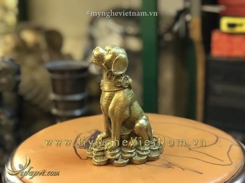 Tượng chó phong thủy bằng đồng ngồi tiền cao 13cm0