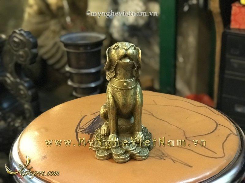 Tượng chó phong thủy bằng đồng ngồi tiền cao 13cm