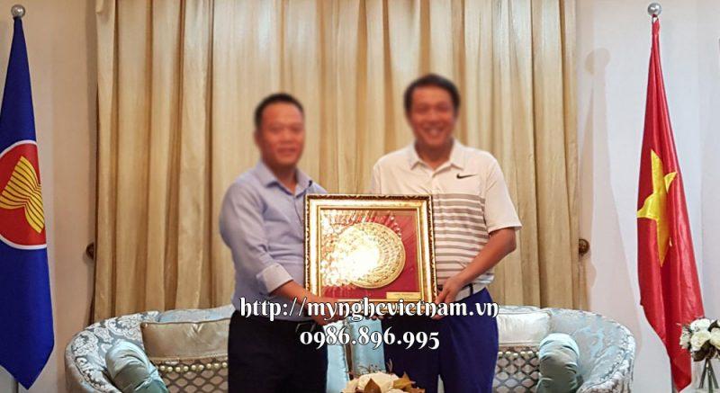 Tranh trống đồng làm quà tặng đối tác nước ngoài 46x46cm