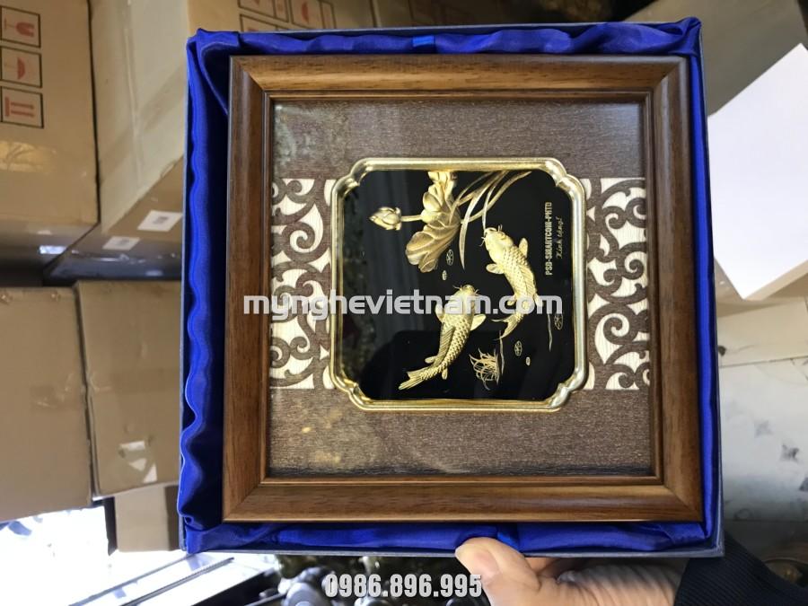 Tranh cá chép hoa sen dát vàng bày bàn làm việc 20x20cm