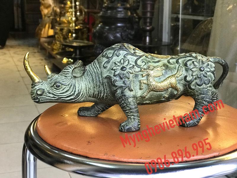 Tượng tê giác bằng đồng giả cổ dài 25cm0