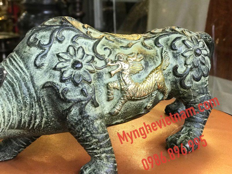 tượng tê giác bằng đồng giả cổ dài 25cm