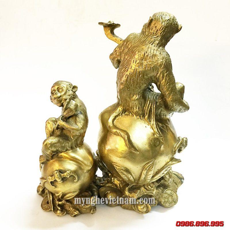 tượng khỉ đồng ngồi trái đào cầm gậy như ý cao 16cm 25cm nguyên chất
