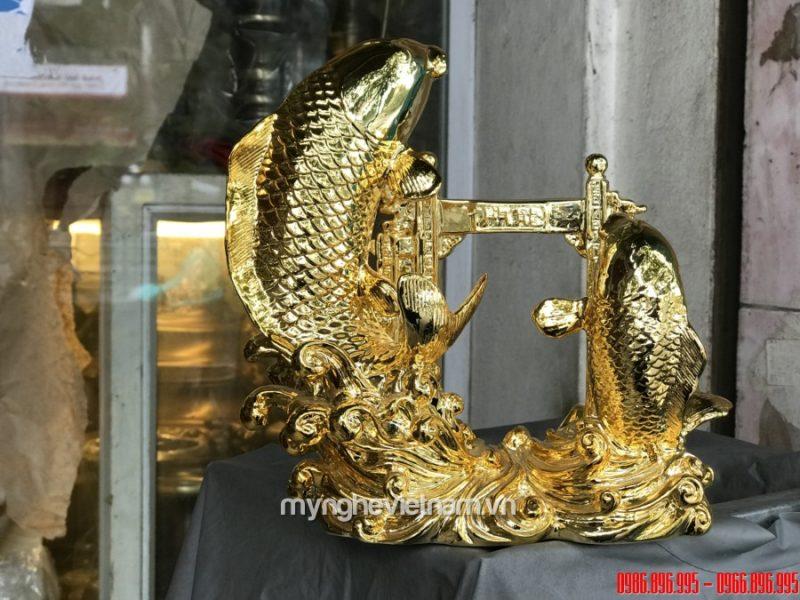 Tượng cá chép vượt vũ môn bằng đồng mạ vàng cao 22cm