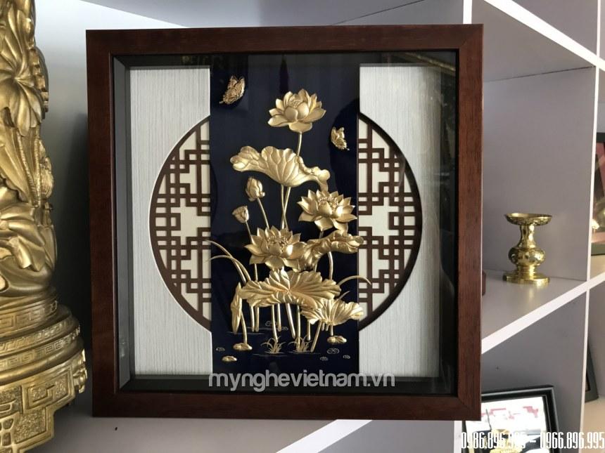 Tranh hoa sen quà tặng để bàn dát vàng 30x30cm0