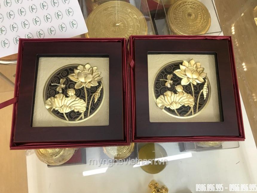Tranh hoa sen dát vàng 24k cao cấp kt 22x22cm