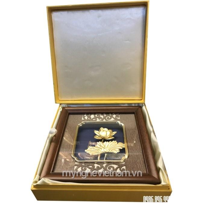Tranh hoa sen quà tặng 20x20cm dát vàng 24k cao cấp trong hộp đẹp