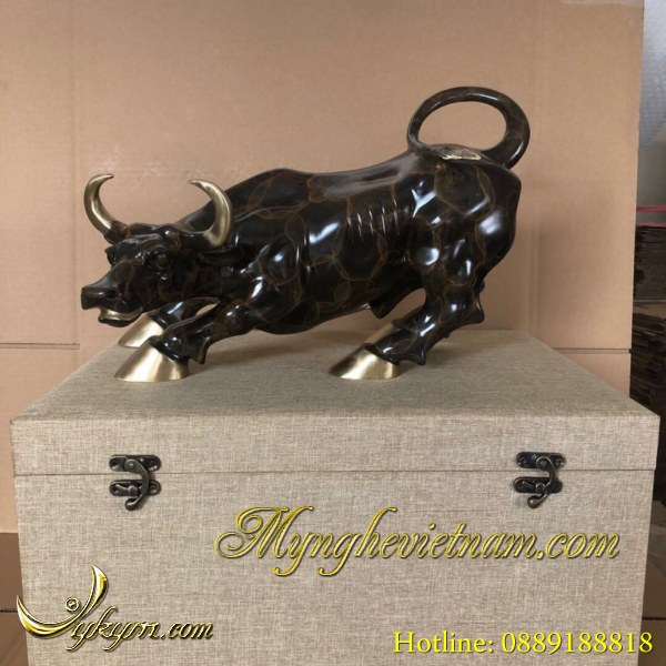 tượng trâu đồng bò húc phố wall