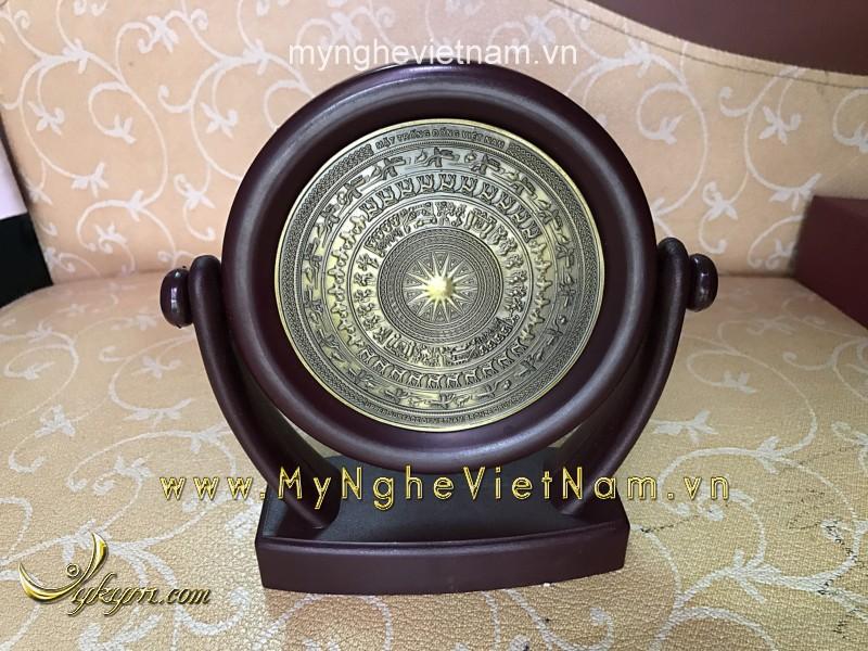 biểu trưng để bàn bằng đồng cao 17cm mặt trống đồng