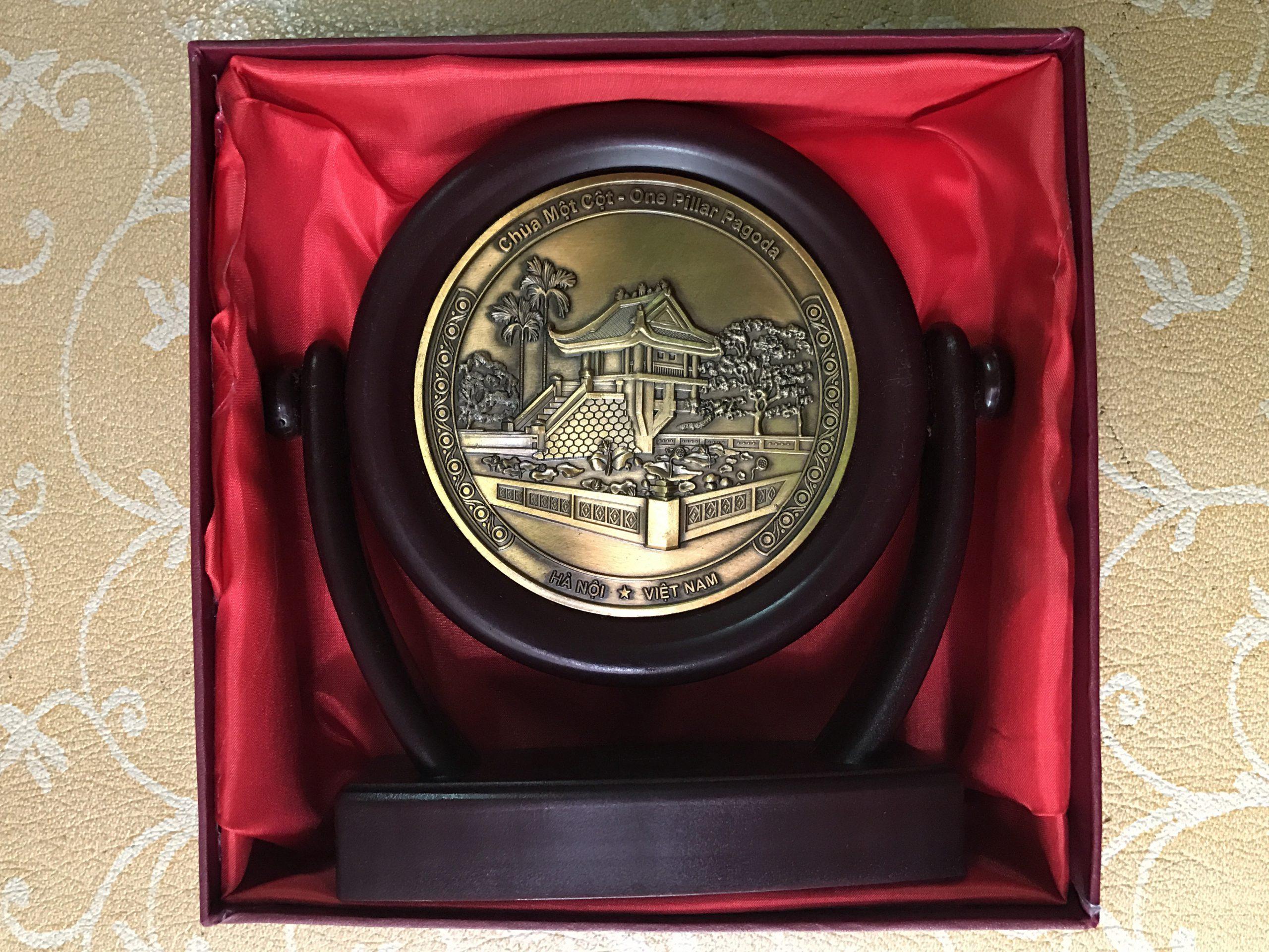 Biểu trưng đĩa xoay quà tặng mặt chùa một cột 16cm0