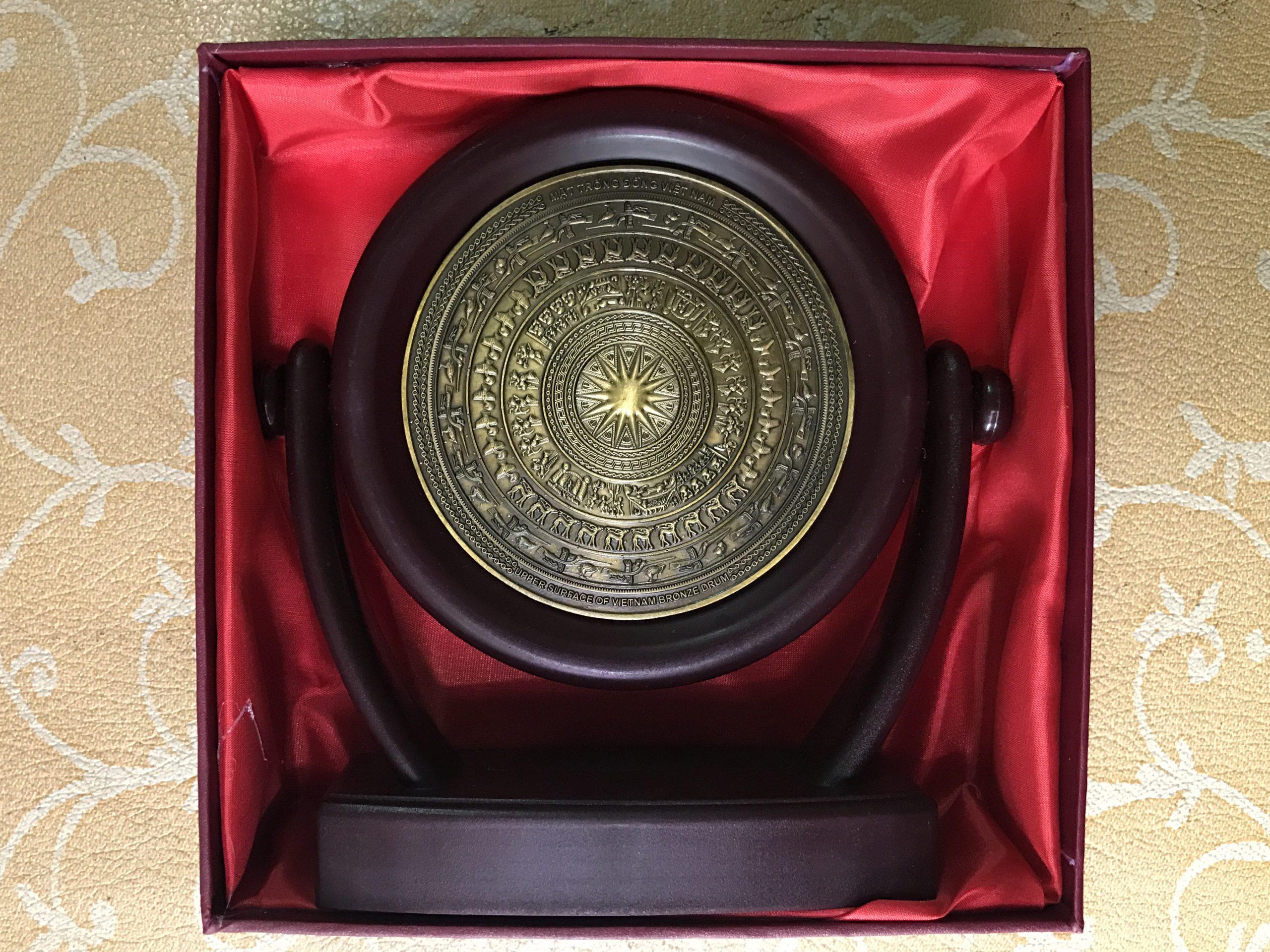 Quà tặng đĩa xoay mặt trống đồng 16cm0