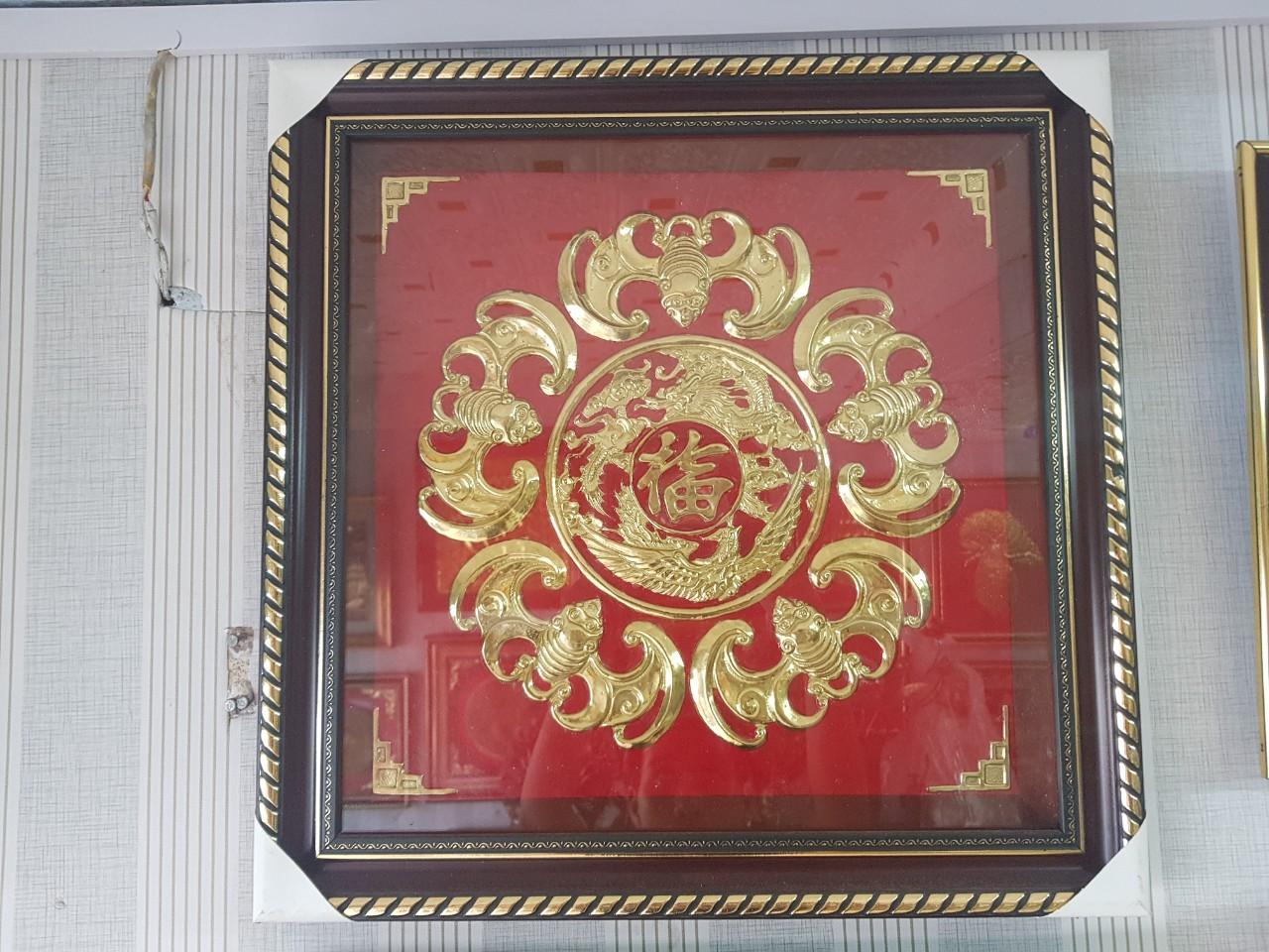 Tranh dơi phúc nền đỏ bằng đồng 40x40cm0