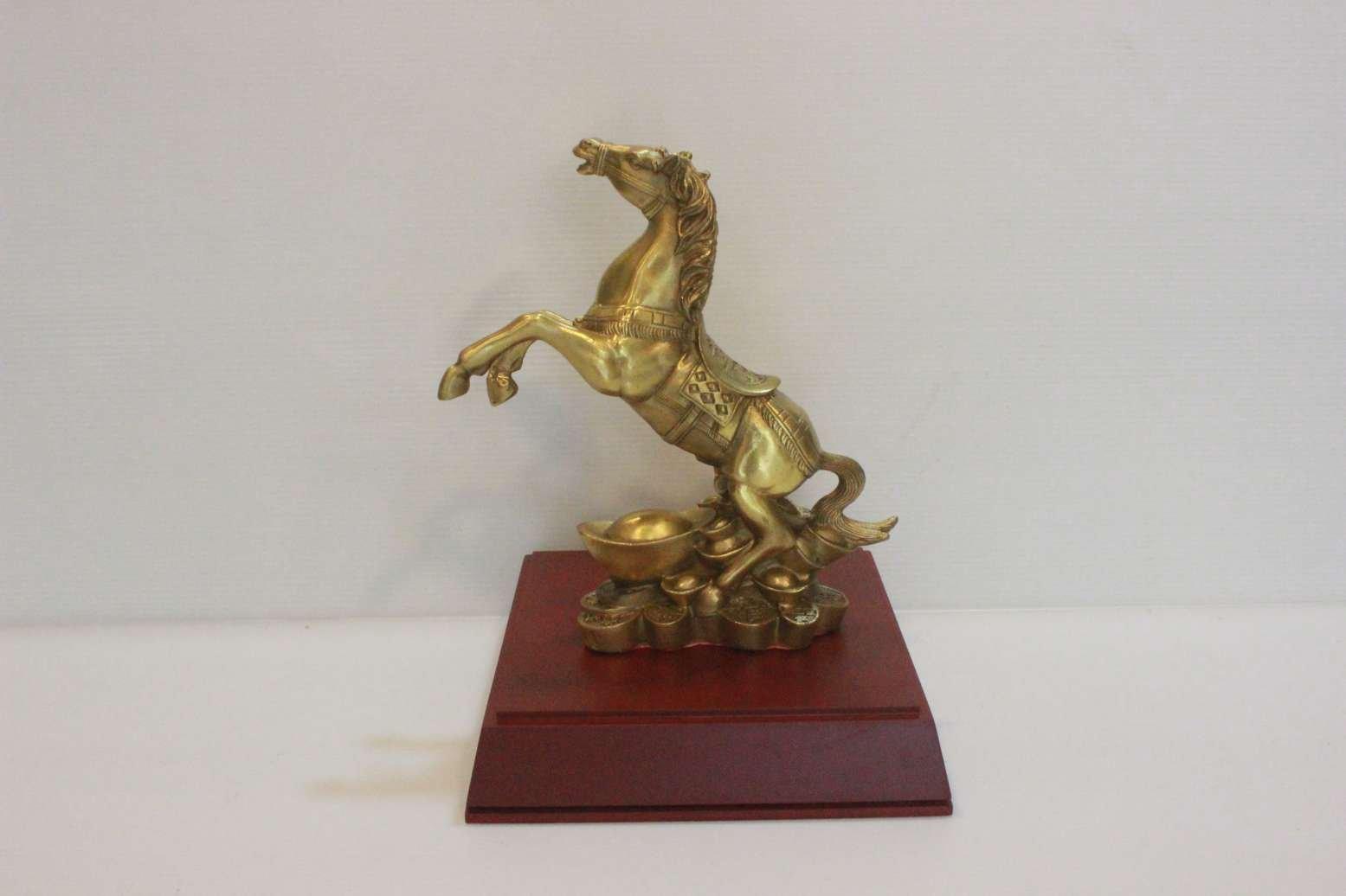 Ngựa phi thiên đứng tiền bằng đồng vàng 20cm0